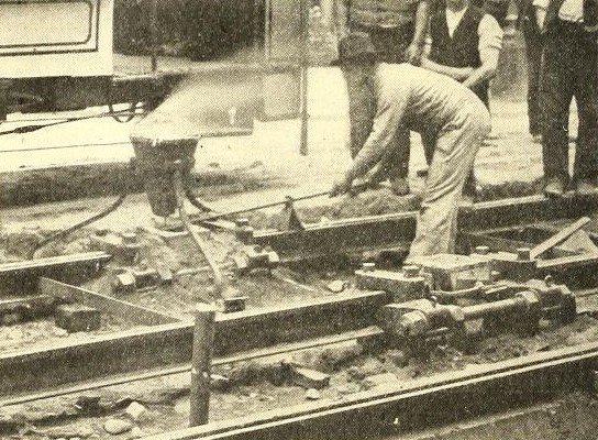 Welding tram tracks at Dresding using alumino-thermics by Dr. Hans Goldschmidt