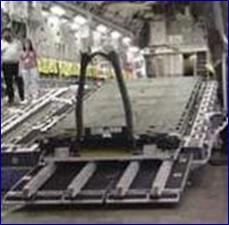Konventionelle Container Roll Out Platform (CROP) aus Stahl auf dem rührreibgeschweißten Container Interface Kit (CAIK) aus Aluminium