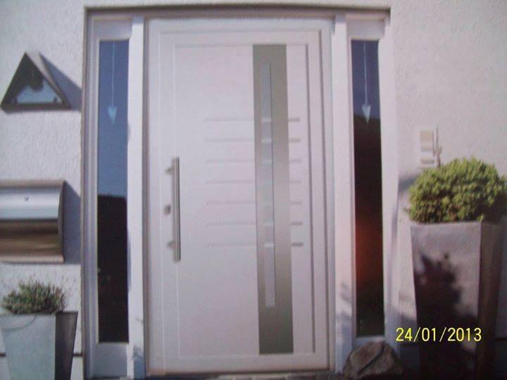Haustüre und Seitenteile in Weiß