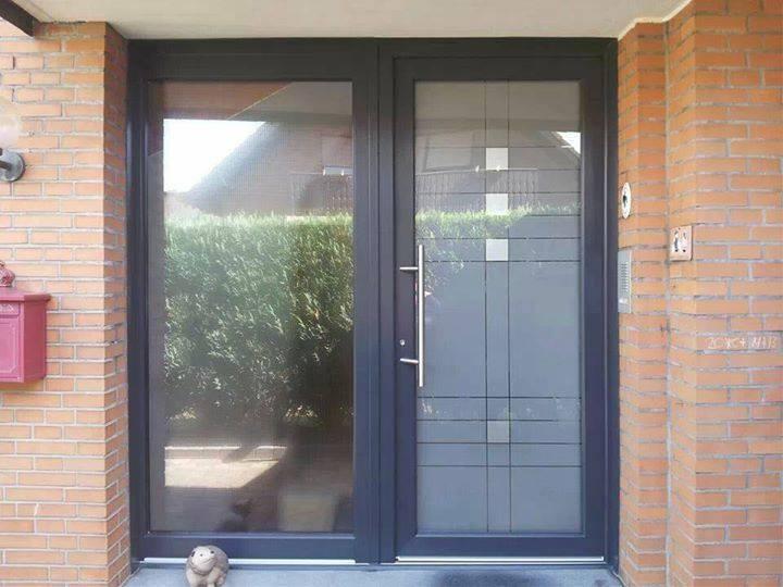 Haustüre mit breitem Seitenteil