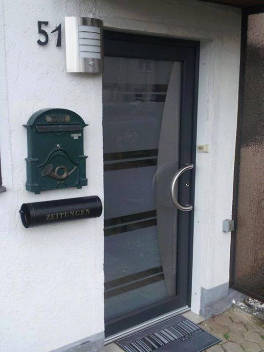 Moderne Haustüre in Anthrazit