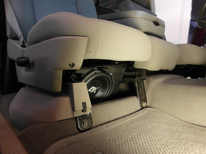 Dodge Ram 1500 - 20er unter Beifahrersitz