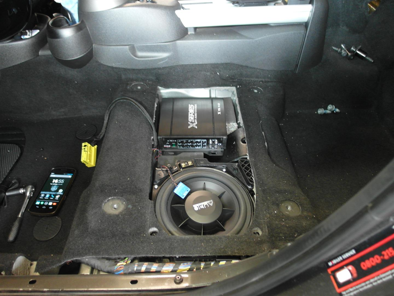 Mini Countryman - Verstärker unter Fahrersitz