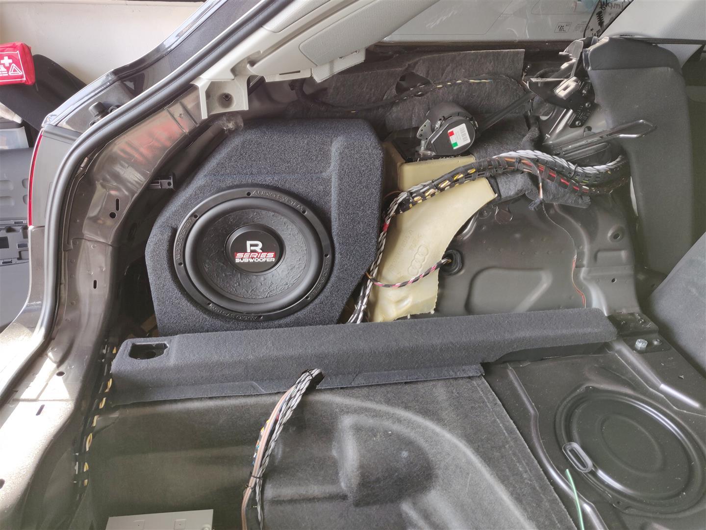 Audi A4 (B8) Kombi - Subwoofer unter Seitenverkleidung
