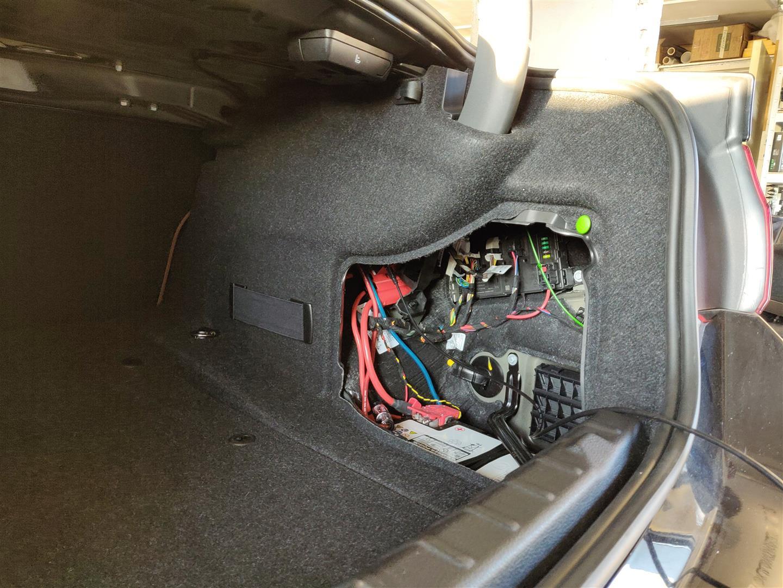 BMW 4er Coupe (F32) - DSP-Verstärker mit Seitenverkleidung