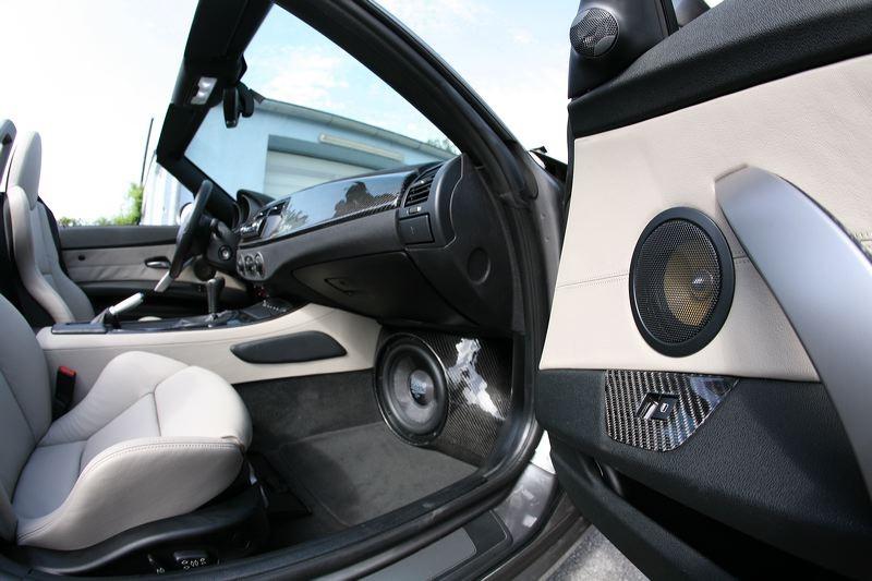BMW Z4 (E85) - Frontsubwoofer unter Handschuhfach