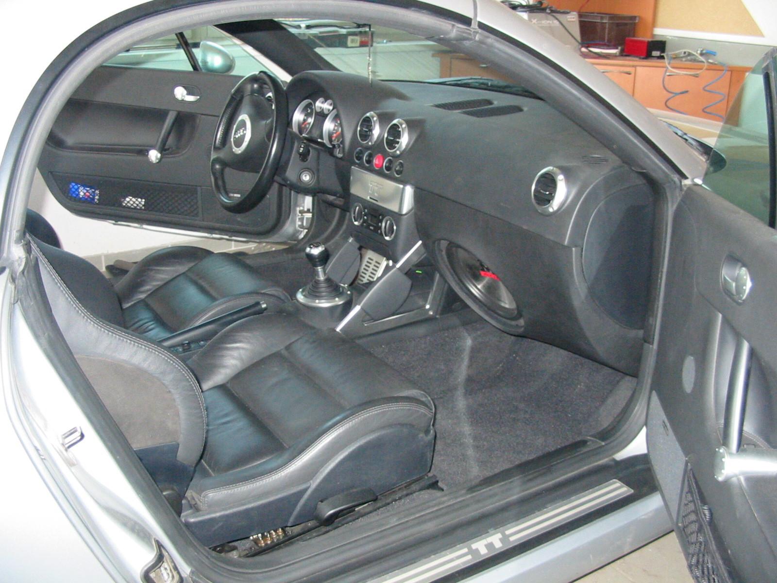 Audi TT (8N) - Frontsubwoofer statt Handschuhfach
