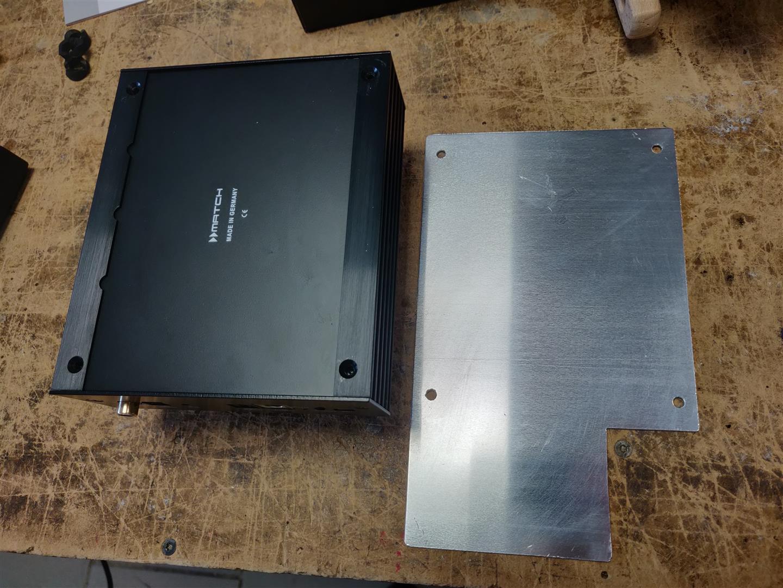 Die -Alu-Montageplatte für den DSP-Verstärker.