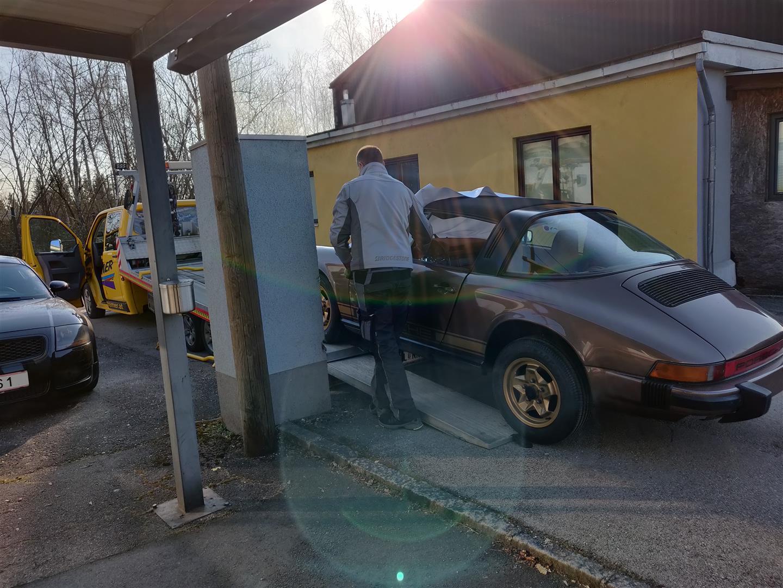 Das Auto wird geliefert.