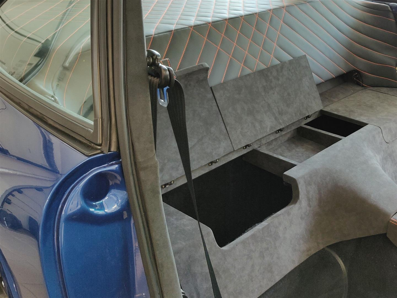 Statt der Rücksitzbank wurden Staufächer angefertigt.