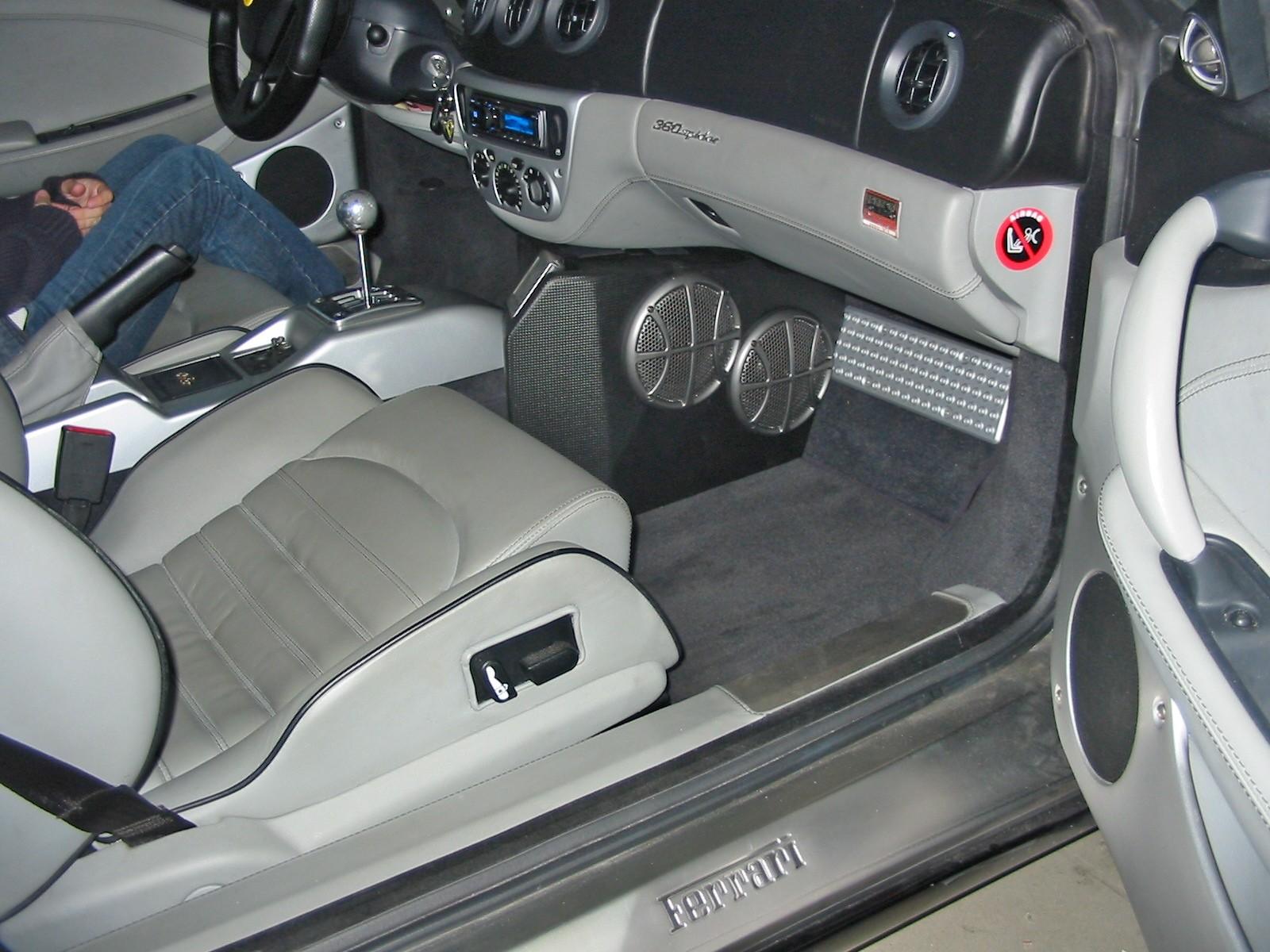 Ferrari 360 Modena Spider - Frontsubwoofer-Mittelkonsole