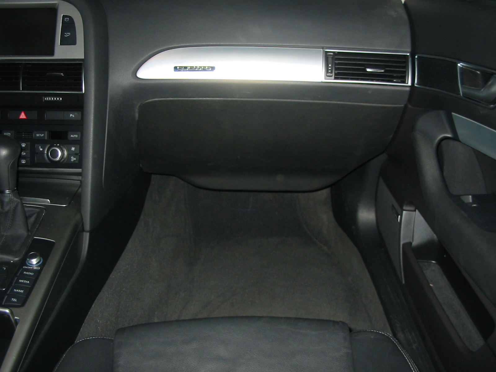 Audi A6 - 25er im Beifahrer-Fußraum