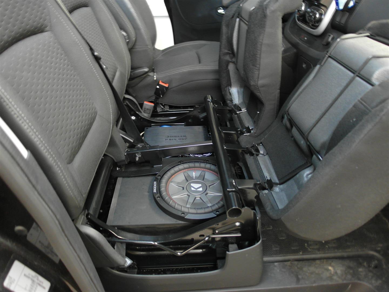 Opel Vivaro - 25er Woofer und Verstärker unter Sitzbank