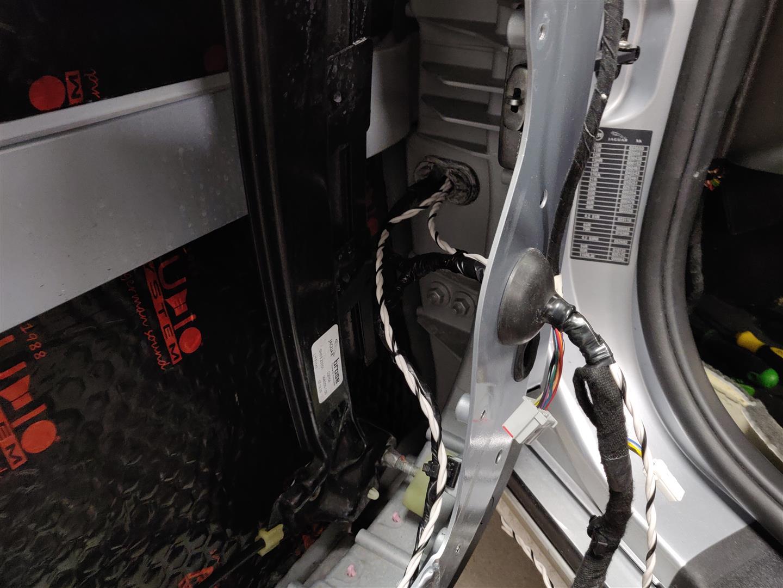Sämtliche Kabel werden stets sorgfältig verlegt und befestigt.