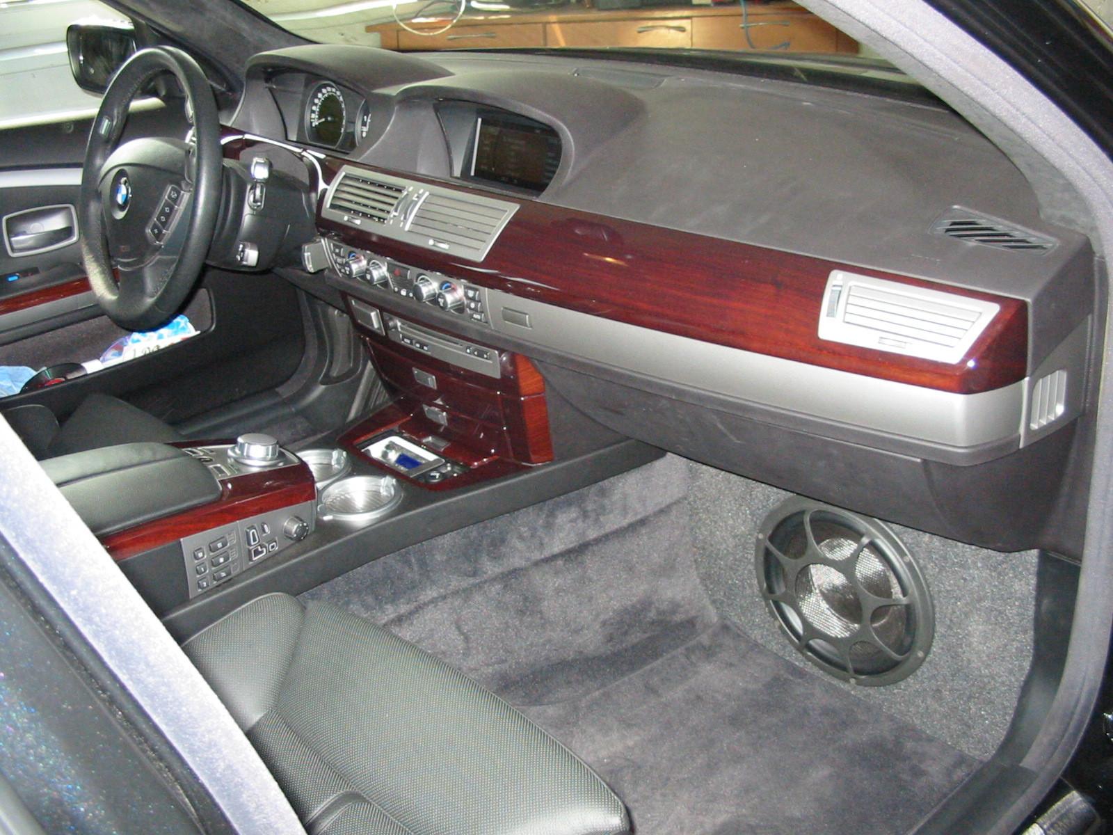 BMW 7er (e65) - Frontsubwoofer unter Handschuhfach