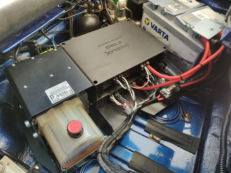 Platzsparender kann man Verstärker nicht montieren.