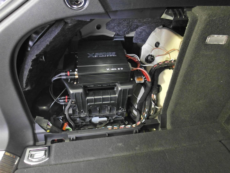 Audi A4 Kombi (B8) - Verstärker + DSP im linken Seitenteil