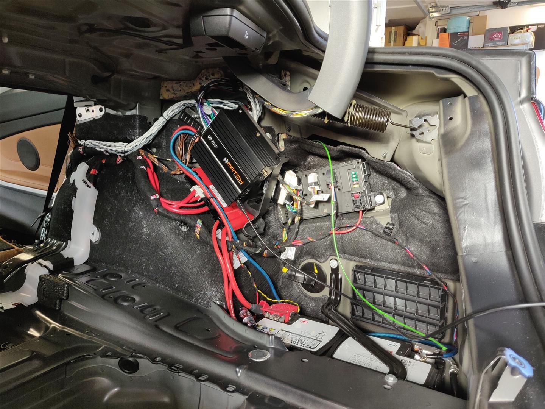 BMW 4er Coupe (F32) - DSP-Verstärker ohne Seitenverkleidung