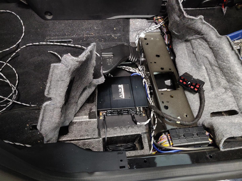 Ford Galaxy - Verstärker unter Beifahrersitz