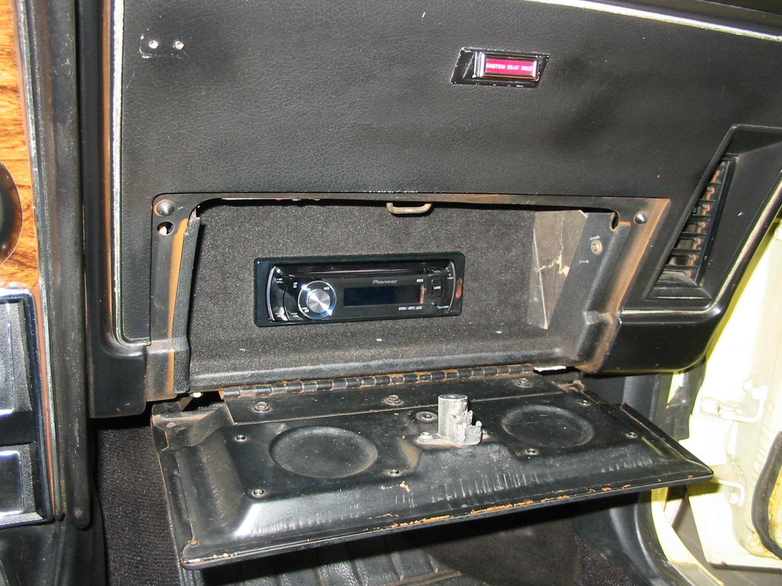 Das Radio befindet sich im Handschuhfach