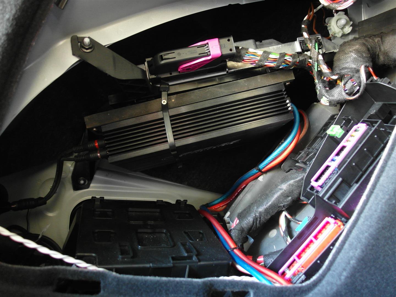 Audi S5 (F5) - Verstärker im linken Seitenteil