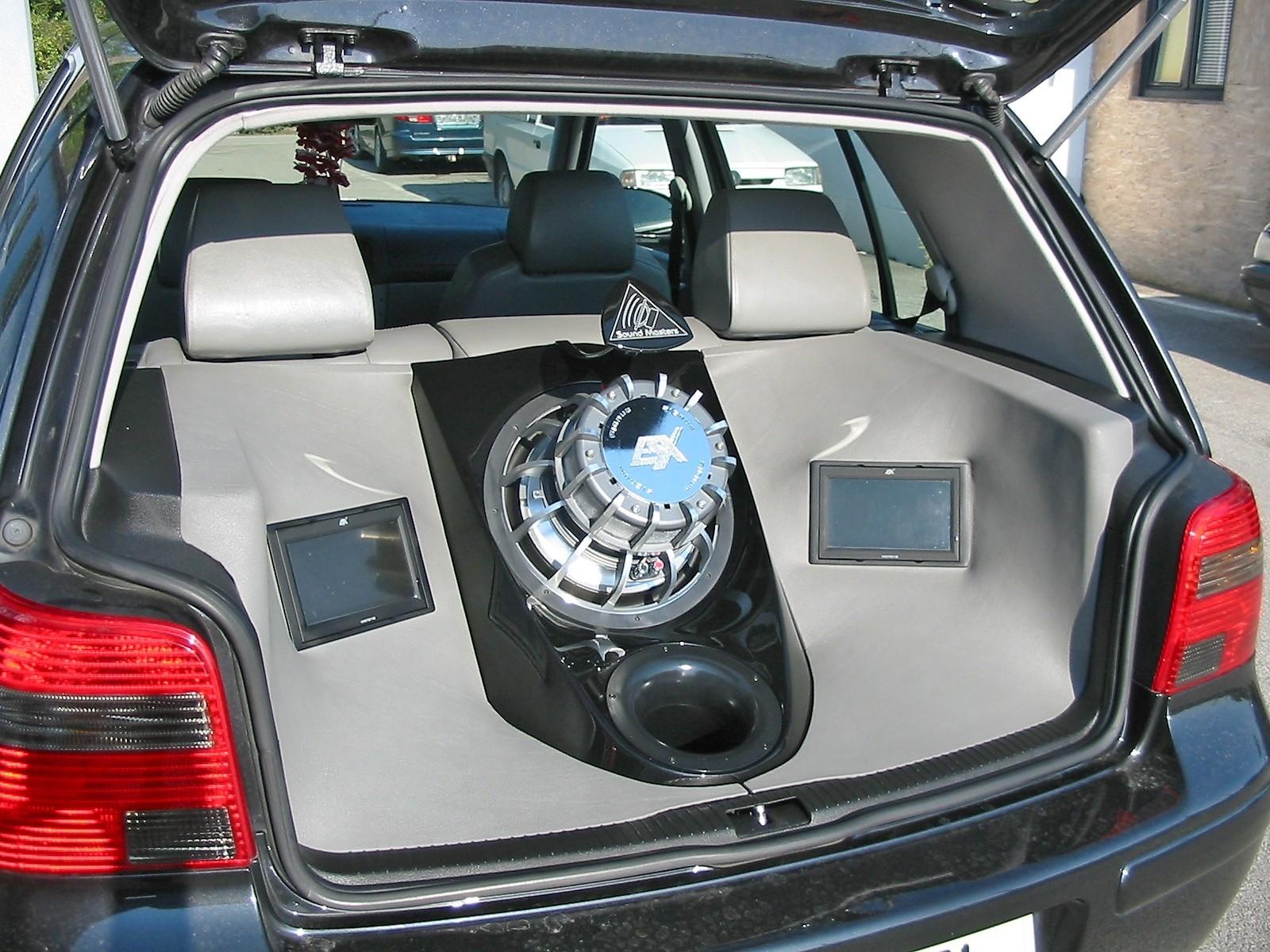VW Golf 4 - Kofferraumverbau