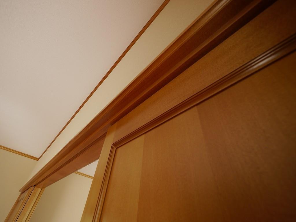 扉に枠と、建具全般に使われるアガチス  撮影協力:奥山木工(有)