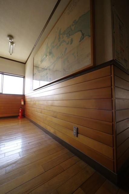塗装との相性がよく、優しく光を照り返す  撮影場所:滝口木材本社