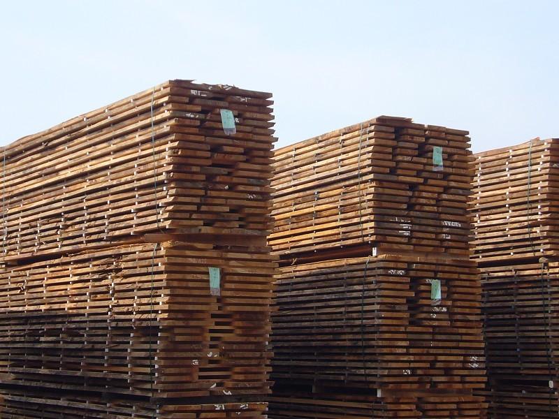水分を含む木材は、天然乾燥が欠かせない