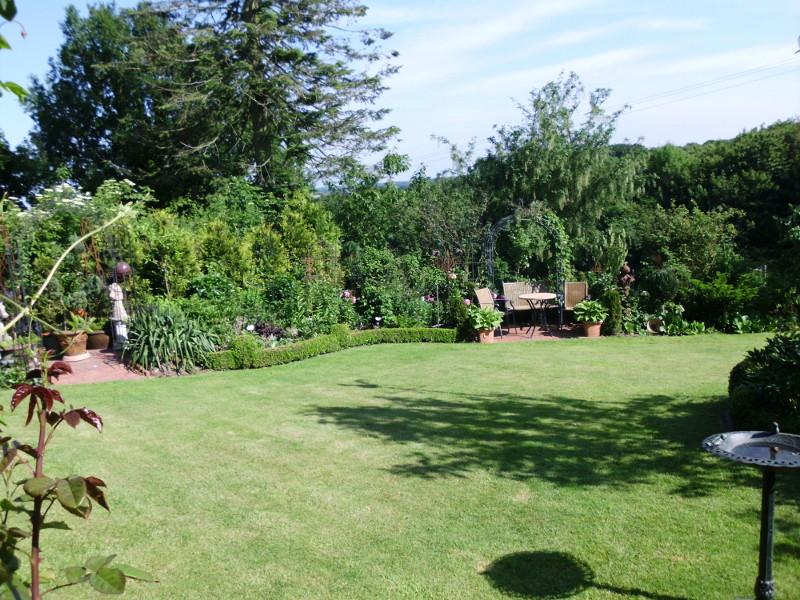 Auch hier noch mal ein schön angelegter Garten.