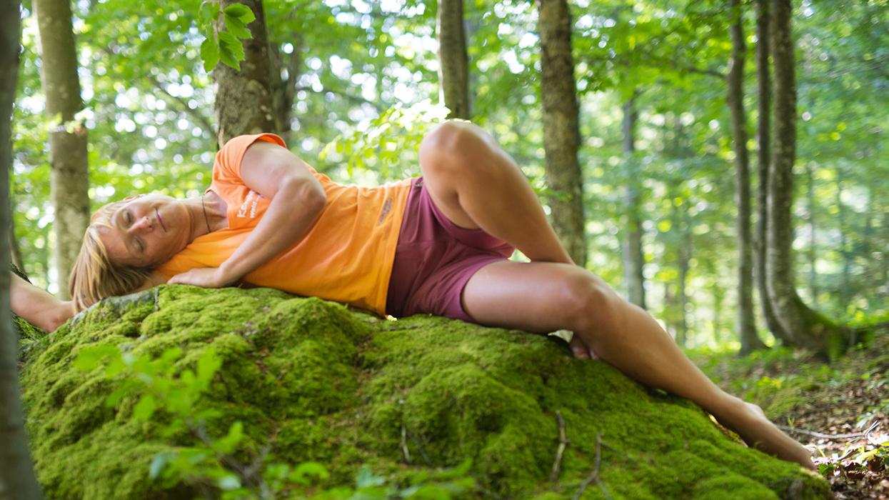 Waldness im Almtal: Relaxen unter Bäumen
