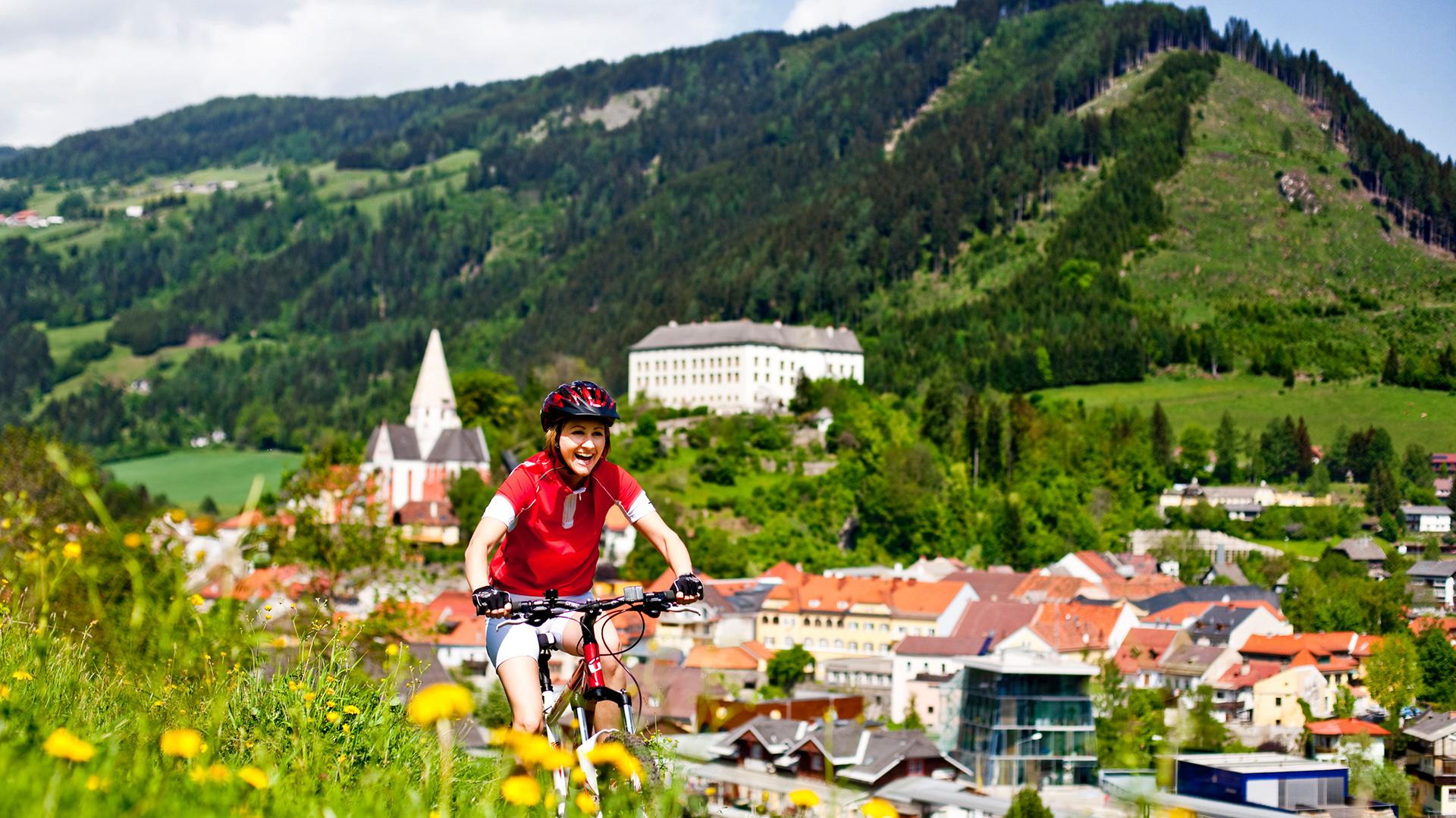 ... mitten im Grünen und ist ideal für Radfahrer und Wanderer