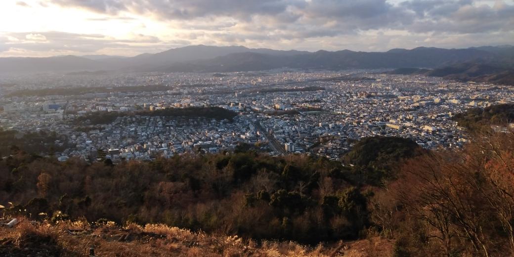 六甲山最高峰直下から大阪平野を臨む