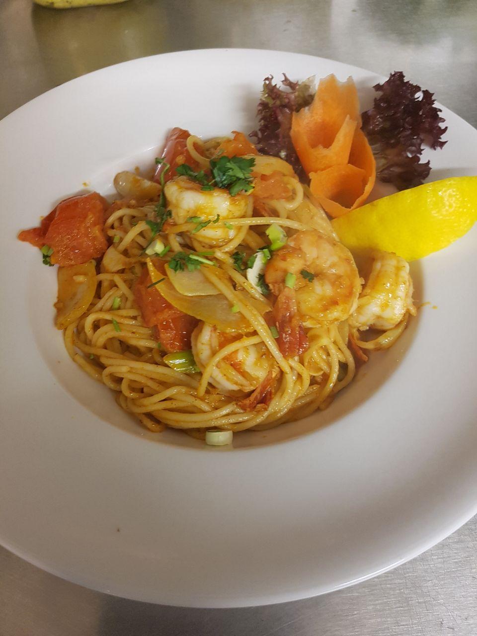 Spaghetti mit Garnelen nach thailändischer Art