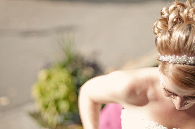 Schmuck für die Braut und Haarschmuck für Brautfrisur (Haarkamm, Diadem, Haarreif, Haarpins)