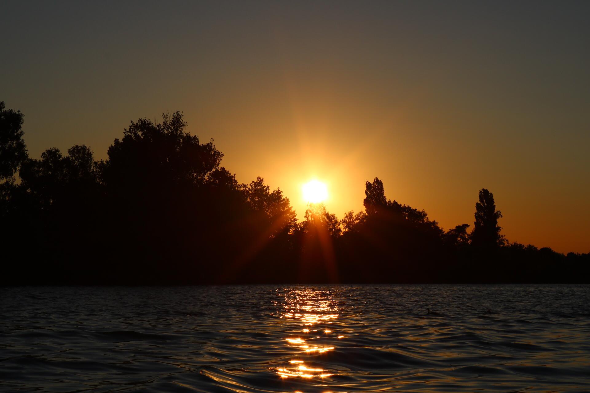 Was für einen Sonnenuntergang auf dem Sempachersee.