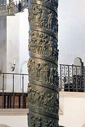 Bernward-Säule Hildesheim Bronze 1115-22; Mittelteil mit Ehebrecherin