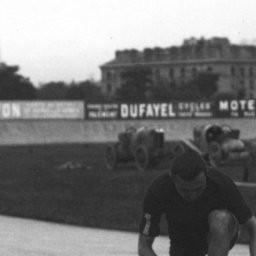 Parc des Princes in Paris 1912 :Fahrernummern auf dem rechten Arm