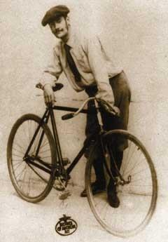 Lyonel Feininger (1871-1956) mit Fahrrad