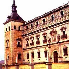 Toledo, Alcazar, Nordfassade mit Säulenportal und Reichsadler 1551