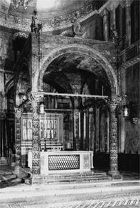 Ciboriumssäulen San Marco Venedig, Anf.6.Jh.(Adultera Säule h.rechts)