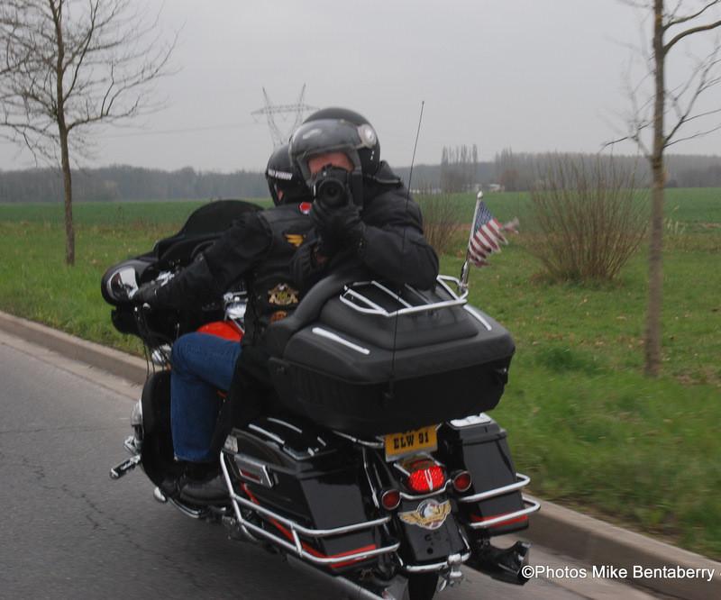 Lucky au boulot en moto