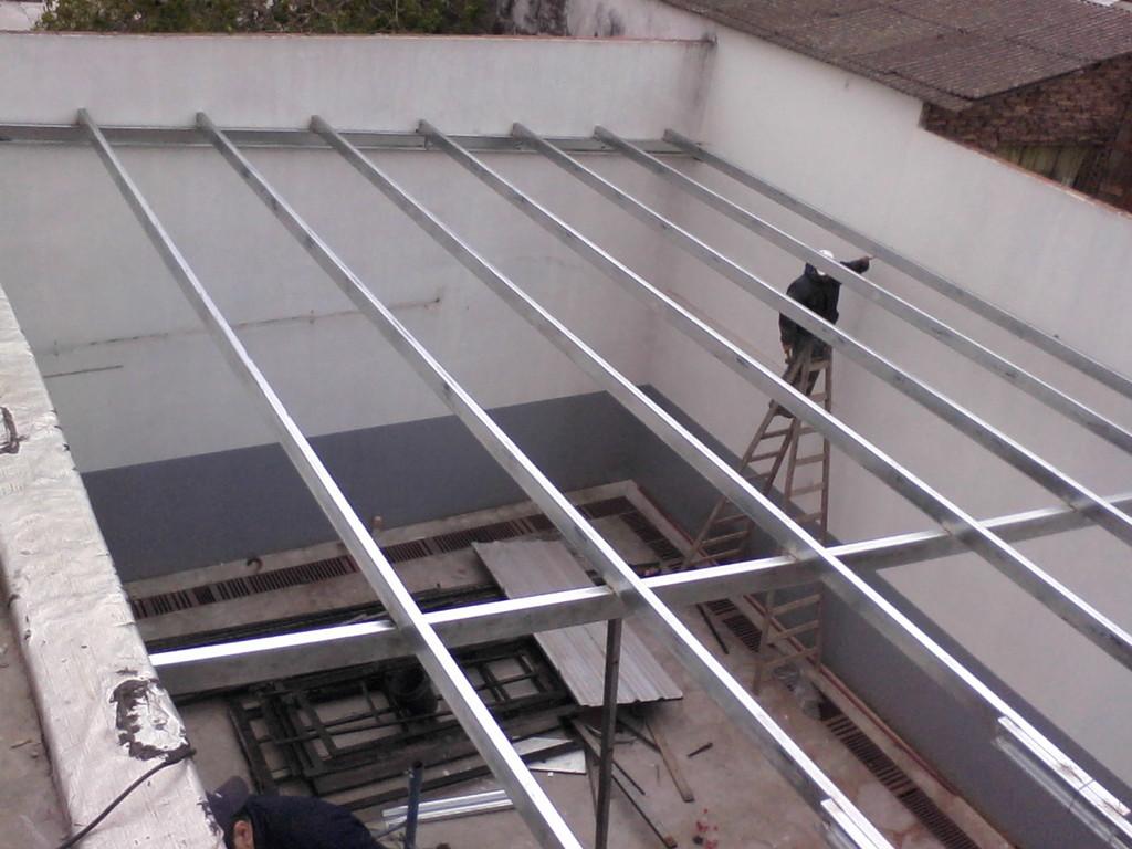 Materiales para tejados de casas beautiful cubierta para for Armar escalera metalica
