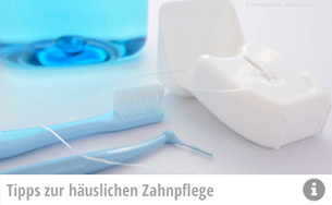Wir reinigen nicht nur Ihre Zähne. Das Prophylaxe-Team der Zahnarztpraxis Noack in Würzburg gibt Ihnen auch Tipps für die Mundpflege zu Hause! (© emiekayama - Fotolia.com)