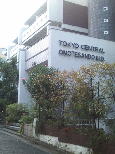 その先が東京セントラル表参道ビル
