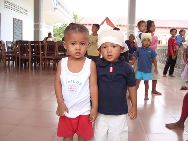 Deux orphelins récupérés par Saran