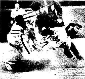 Garry Maddox steals third base in the 7th inning.  He would later score the Phils' third run.