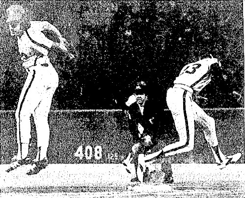 Pete Rose reaches for an errant throw from Larry Bowa as Houston's Enos Cabell reaches safely.