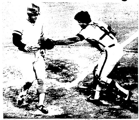Bob Boone tags out Darrell Porter to end the Royals' third.