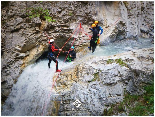 Départ de la grande cascade du parcours de canyoning des Acles